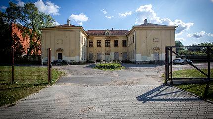 Apleista mokykla Grigiškėse, kur siūlyta apgyvendinti migrantus