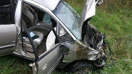 Greitkelyje Vilnius-Kaunas tarp Vievio ir Elektrėnų apsivertė automobilis, sužalotas žmogus