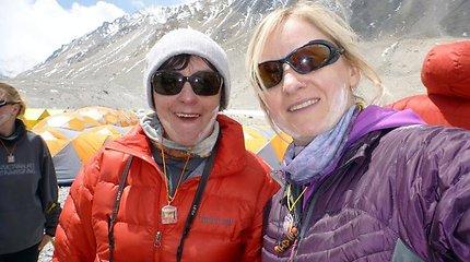 Editos Nichols žygis į Everestą: pragariškas vėjas alpinistams kol kas trukdo pasiekti Šiaurinį balną, komanda poilsio grįžo į bazinę stovyklą