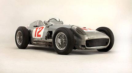 """Juano Manuelio Fangio 1954-ųjų """"Mercedes W196"""" """"Formulės-1"""" bolidas aukcione parduotas už daugiau nei 77 mln. Lt"""