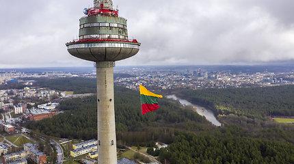 S.Skvernelio akcija: ketvirtadienį pakabino, penktadienį nėra – kur dingo vėliava televizijos bokšte?