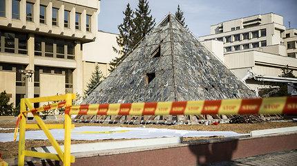Ardomas buvęs fontanas prie Seimo