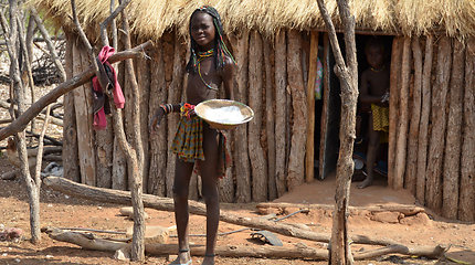 Maisto gaminimas ovahakaona gentyje Namibijoje