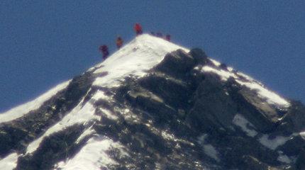 Nepalo vyriausybės komitetas rekomendavo įvesti naujas taisykles kopiantiems į Everestą