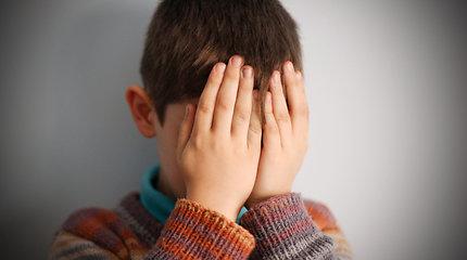 """Hiperaktyvaus vaiko motina: esame švietimo sistemos įkaitai, kuri visus vaikus vienodai """"sudėlioja į lentynėles"""""""