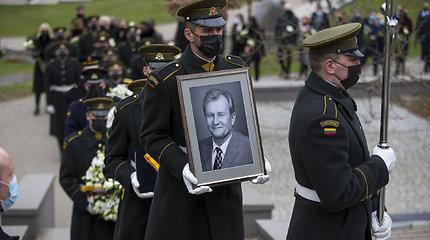 Į paskutinę kelionę palydėtas Seimo narys, signataras K.Glaveckas: kolegos ir bičiuliai pasidalijo jautriais žodžiais