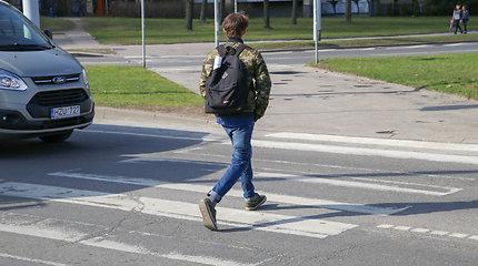 """Vilniaus policija ieško mačiusiųjų, kaip """"Toyota Previa"""" parbloškė 23 metų pėsčiąjį"""