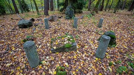Metalo detektorininkų iškasinėtos senosios kapinės Varėnos rajone