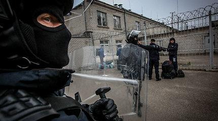 Pradėtas tyrimas dėl grasinimo Pravieniškių darbuotojui: išsišokimas nufilmuotas