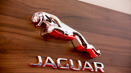 """""""Jaguar Land Rover"""" investuos 1 mlrd. svarų į elektros transporto priemonių gamybą JK"""