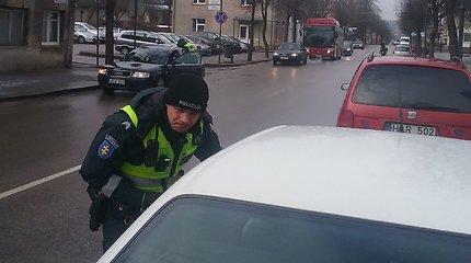 Teisės vairuoti neturintis telšiškis į policiją atvažiavo automobiliu