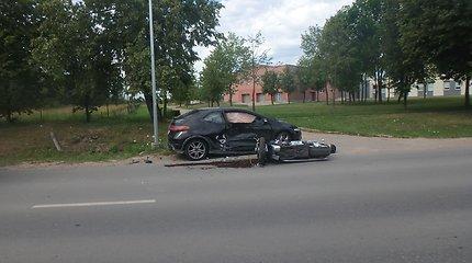 """Kauno policija ieško liudininkų: gal matėte """"Hondos"""" ir motociklo avariją Akademijoje?"""