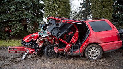 """""""Volkswagen"""" ir """"Audi"""" automobiliai po tragiškos avarijos"""
