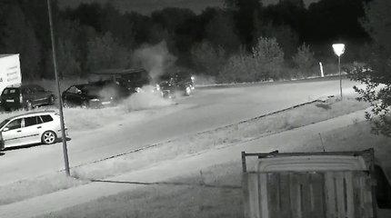 Naktį Vilniuje nufilmuota avarija: jaunas vairuotojas negalėjo patikėti, kaip susimovė