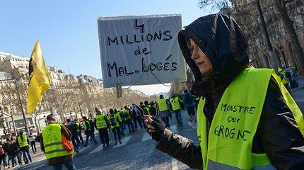 """Jau pusmetį protestus rengiančių Prancūzijos """"geltonųjų liemenių"""" gretos retėja"""
