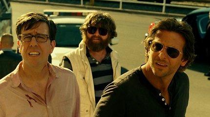 """Seksualusis Bradley Cooperis ir kiti filmo """"Pagirios 3: Velniai žino kur"""" aktoriai Brazilijoje mėgavosi maudynėmis"""