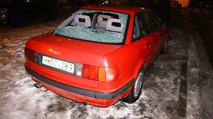 """Panevėžyje suniokotas """"Audi 80"""""""