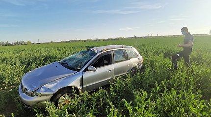 """Panevėžio rajone po susidūrimo su """"Peugeot"""" vertesi """"Audi"""""""
