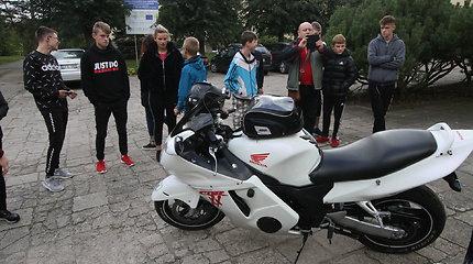"""""""Beardy riders"""" aplankė Kuršėnų vaikus"""