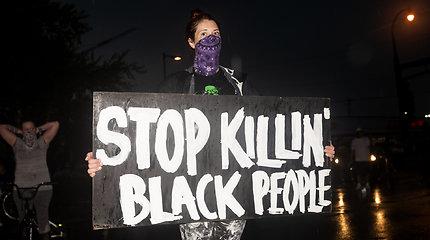 JAV areštuotas policininkas, kaltinamas nužudęs sulaikytą juodaodį, apkaltintas trečiojo laipsnio žmogžudyste