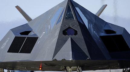 Kodėl vis dar skraido prieš 11 metų nurašyti nematomieji F-117