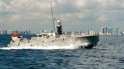 JAV kariniams laivams sukurtas sargas – plaukiojantis robotas