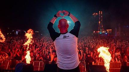 Pajūryje ošia Karklės festivalis: jūra, muzika ir pramogos – nuo tatuiruočių iki kirpyklos autobuse