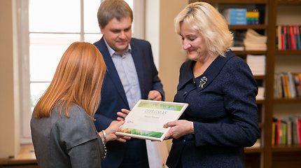 Švietimo ministrė apdovanojo Lietuvos supermokytojas