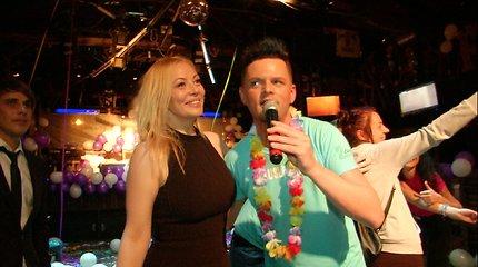 """""""2 barų"""" dalyviai linksminosi Vilijos Pilibaitytės-Mios gimtadienio vakarėlyje"""
