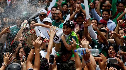 Vokietijos fiasko Meksikos futbolo fanai šventė prie Pietų Korėjos ambasados