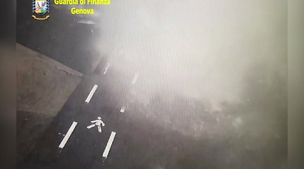 Genujos miesto stebėjimo kameros iš arti užfiksavo viaduko katastrofos akimirką