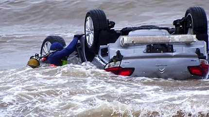 Per staigius potvynius pietų Prancūzijoje srovės apverstame automobilyje žuvo du žmonės