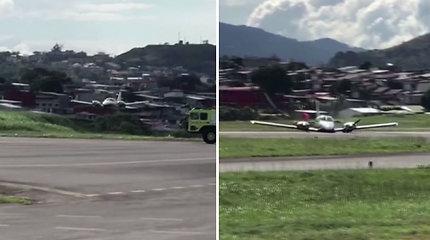 Nufilmuota, kaip piloto įgūdžiai padėjo išvengi nelaimės: saugiai nutupdė orlaivį net su sprogusiomis padangomis