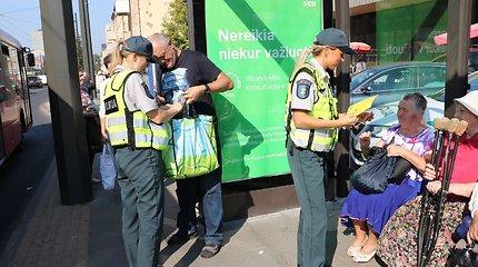 Kaune pareigūnai sveikino keliaujančius viešuoju transportu