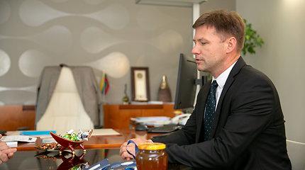 Ministras Algirdas Monkevičius susitikęs su Andriumi Navicku apsikeitė medumi