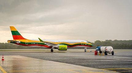 """""""AirBaltic"""" pristato specialų lietuvišką lėktuvo dizainą"""