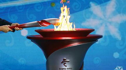 Olimpinė ugnis atkeliavo į Pekiną, aktyvistai vis garsiau ragina boikotuoti žaidynes