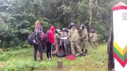 Baltarusijos pasieniečiai blokuoja migrantų grąžinimą