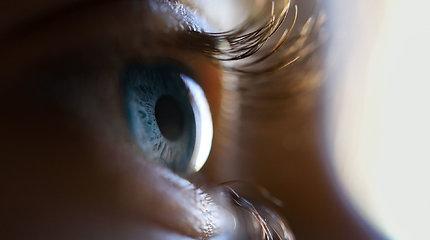 Nauja viltis akliesiems – eksperimentinis regėjimą atkuriantis smegenų implantas