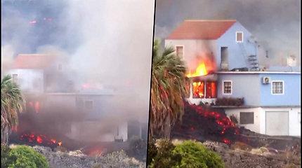 Gyventojai užfiksavo, kaip La Palmos saloje dega jų namas – pasiekė besiliejanti lava