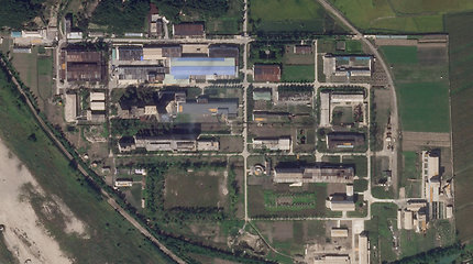 Šiaurės Korėja plečia urano sodrinimo įmonę, rodo naujos JAV palydovinės nuotraukos