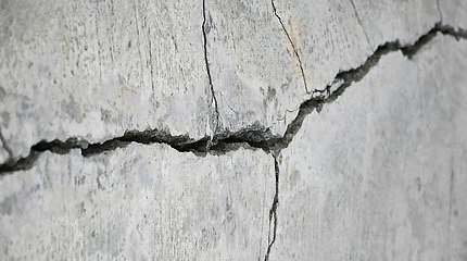 Mokslininkai sukūrė labai tvirtą betoną – savo įtrūkimus jis išsigydo