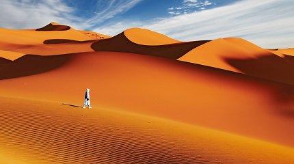 Kodėl negalime Sacharos dykumos padengti saulės baterijomis?