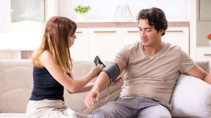 Padidėjus kraujospūdžiui vis daugiau žmonių skuba į vaistinę, o ne į gydymo įstaigą