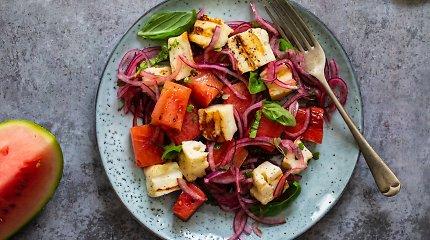 Karštų dienų stalo pažiba – arbūzai: salotų su sūriu ir ledų receptai