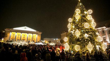 Lietuvos miestuose ir miesteliuose papuoštos Kalėdų eglės