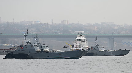 Rusijoje po naftos išsiliejimo iš terminalo iškilo grėsmė Juodosios jūros pakrantėms