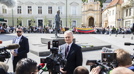 Visuomenei panervinti skirtos Š.Saukos drobės neliko, G.Nausėdos darbo kabinete – patriarcho bareljefas