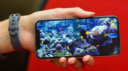 """Išmaniųjų telefonų kainas iš lėto kelia ne tik """"Apple"""""""