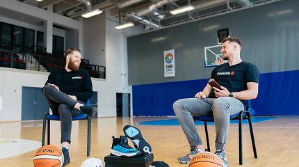"""""""Abi dešinės"""": pirmąkart istorijoje ant parketo varžosi sportbačiai, arbitrų vaidmenį atlieka krepšininkai"""